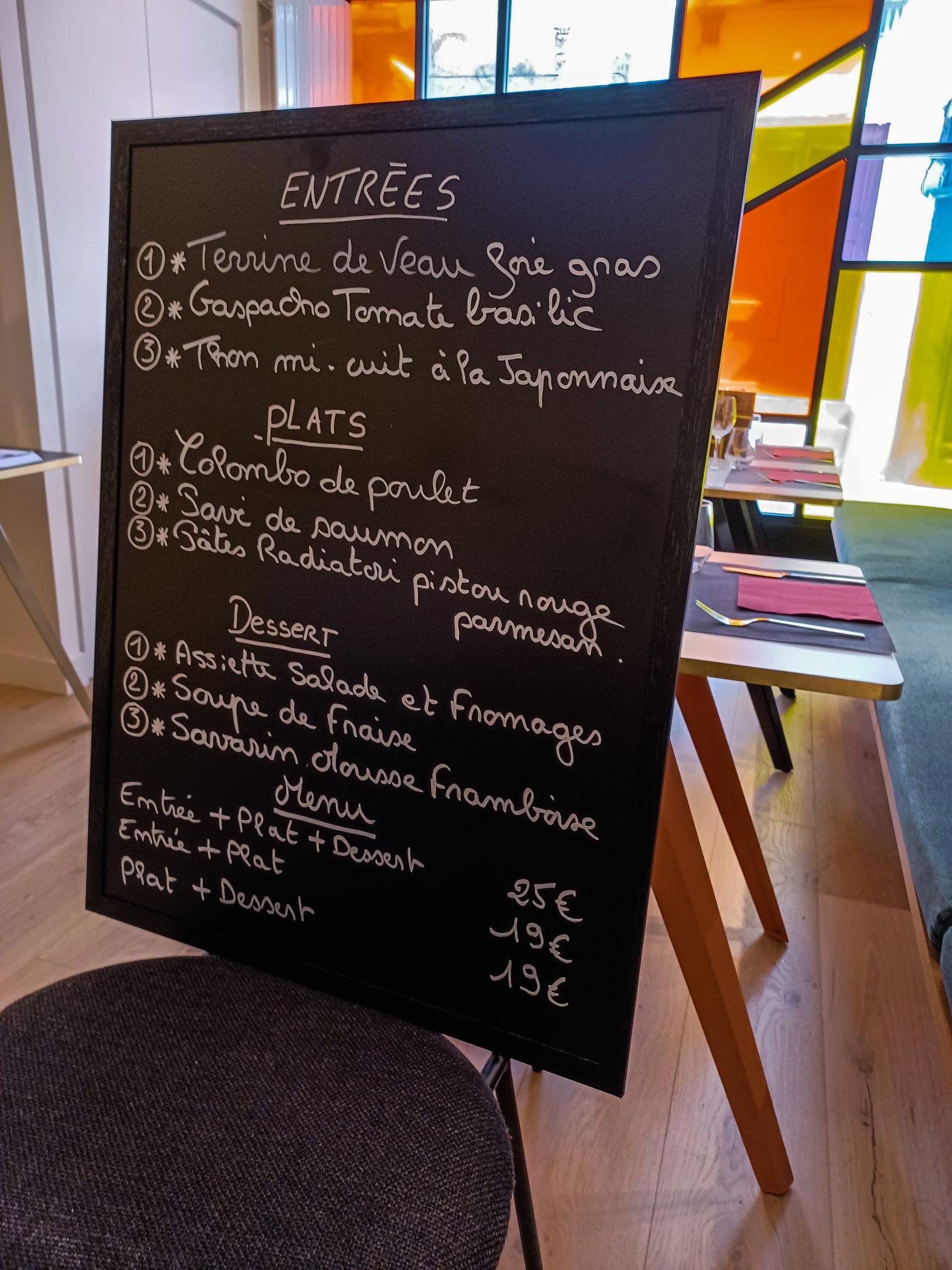 Les usagers du FAM Le LOgis à la découverte du restaurant inclusif le XXI